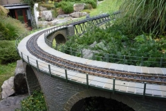 Pískovcový most s ocelovým