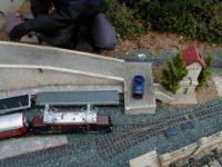 Silnice na zahradní železnice z pískovcových kostek
