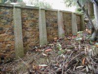 Zahradní železnice - opěrná zeď z vybíraného pískovce